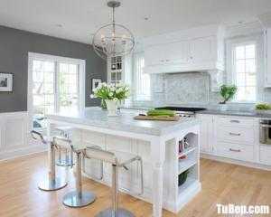 Tủ bếp gỗ Xoan Đào thiết kế bán cổ điển màu trắng – TBT98