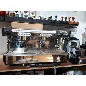 Thanh lý máy pha cà phê Faema nguyên bộ kèm máy xay, máy demo còn mới 95%.