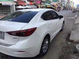 Bán Mazda 3 1.5AT Sedan năm sản xuất 2015, màu trắng, đúng chất, giá thương lượng