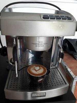 Cần bán máy pha cà phê WELHOME 310 cũ đã qua sử dụng còn mới 90. Hàng nhập khẩu chính hãng.