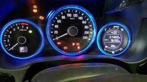 Bán Honda City 1.5AT màu trắng số tự động sản xuất 2016 đi 14000km