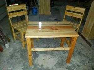 Bộ ghế gỗ lưng dựa nhỏ xinh