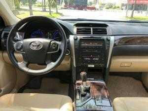 Bán Toyota Camry 2.0E màu đen VIP số tự động sản xuất cuối 2016 mẫu mới đi 19000km