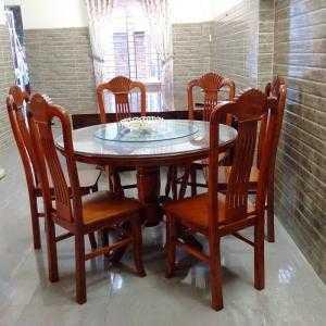 Bộ Bàn Ghế Ăn - Gỗ Trẹo - Loại bàn xoay - kính