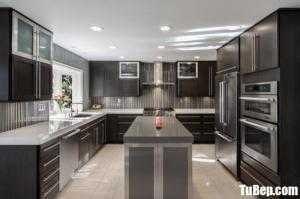 Tủ bếp gỗ Tần Bì màu đen huyền bí thiết kế chữ U – TBT108