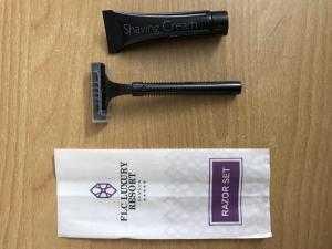 Dao cạo dùng trong khách sạn, resort, spa có in logo