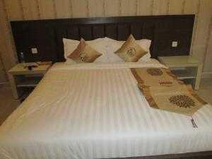 Bộ chăn drap cotton cao cấp Dành cho resort 3 sao trở lên chất liệu T350 Bao gồm: tấm trang trí, 2 gối trang trí, 2 gối nằm, 1 bảo vệ nệm, 1 ra, 1 mền, 1 ruột mền