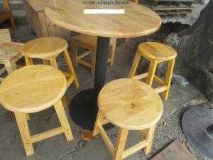 Bàn ghế gỗ mầu mới cần bán gấp tại nơi sản xuất