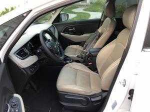 Bán Kia Rondo GAT 2.0AT màu trắng số tự động sản xuất 2017 mẫu mới