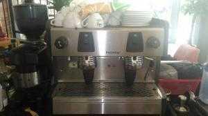 Thanh lý nguyên bộ máy pha cà phê Promac 2 group và máy xay cafe.