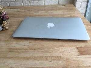 Macbook air 11inch - 2011