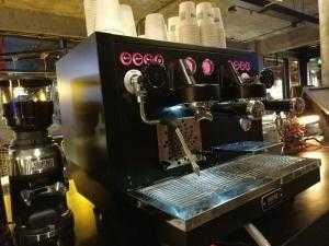 Máy pha cà phê Espresso Welhome KD 510.