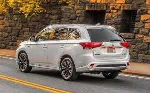 Mitsubishi Outlander 2.0 CVT Premium Đủ màu giao ngay