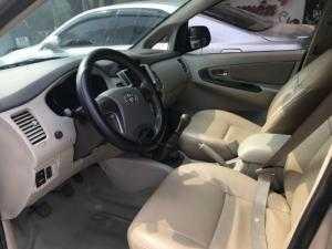 Bán Toyota INNOVA 2.0E màu vàng cát số sàn sản xuất 2015 mới 90%