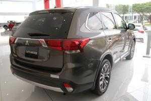 Mitsubishi Outlander Giá Cực Sốc Hỗ Trợ Ngân Hàng, Có xe Giao Ngay