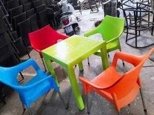Bàn ghế nhựa bốn mùa giá rẻ