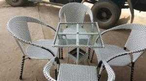 Bàn ghế giả mây mới 100% giá cả phải chăng