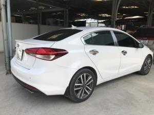 Bán Kia Cerato 1.6AT màu trắng số tự động sản xuất 2016 đi 32000km