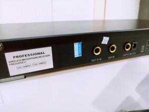 Micro Karaoke không dây BMB 1700 .
