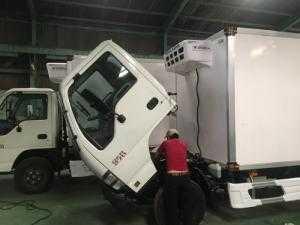 Xe tải Isuzu đông lạnh Euro 4 vào thành phố