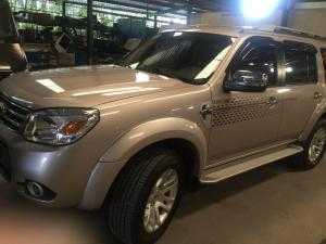Bán Ford Everest ghi vàng full option