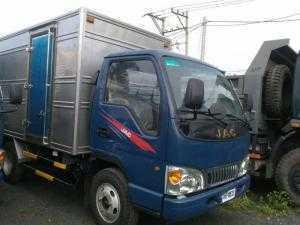 Xe tải Jac 2T4 máy Isuzu có máy lạnh chạy được thành phố