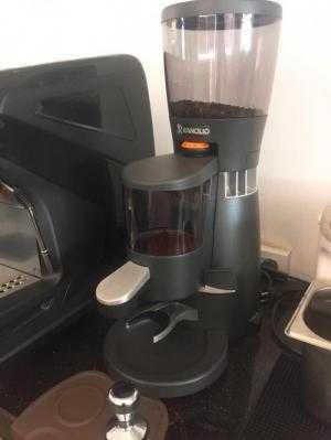 Thanh lý nguyên bộ máy pha cà phê Rancilio Classe 5 USB 1 group và máy xay cà phê Rancilio Kryo 65ST mới sử dụng 3 tháng.