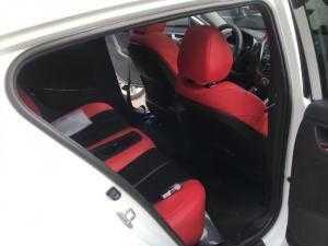 Bán Hyundai Volester 1.6AT màu trắng số tự động nhập Hàn Quốc 2011