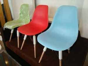 Ghế nhựa chân gỗ giá gốc