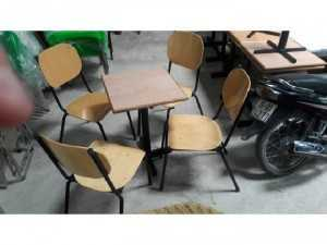 Ghế gỗ chân kim loại