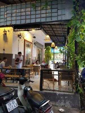 Bán nhà căn góc hẻm 5m nhựa đường Lê Thúc Hoạch, 2 lầu, cạnh trường Lê Anh Xuân, đang kd cf