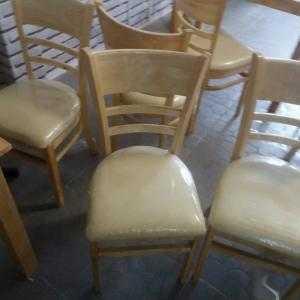 Ghế gỗ có nệm giá rẻ