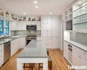 Tủ bếp chất liệu Sồi sơn men trắng kết hợp bàn đảo – TBN0136