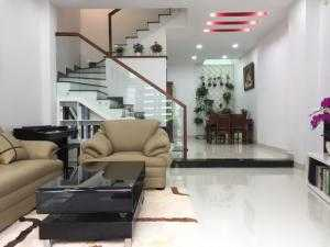 bán nhà mới đẹp như hình đường Trịnh Đình Trọng, Phú Trung, dt: 4x13m, nở hậu 5m, 2 lầu st