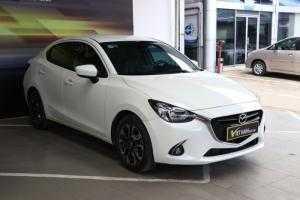 Bán Mazda 2 All New 1.5AT màu trắng số tự động sản xuất 2017 xe đẹp 90%