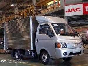 Xe tải JAC X5 tải trọng 1500 kg máy dầu phiên bản 2018 mới nhất .