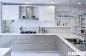 Tủ bếp chất liệu MDF Acrylic bóng gương kết hợp bàn đảo – TBN0151