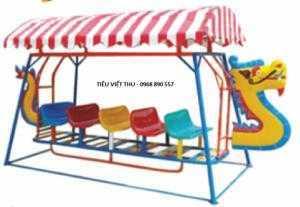 Xích đu thuyền rồng 3 ghế 9 chổ ngồi. Ghế ngồi, đầu rồng và đuôi rồng bằng nhựa composite