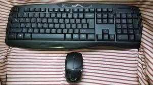 Combo chuột và bàn phím ko dây Genius KB-8000X