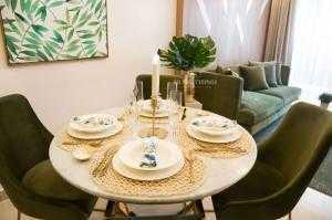 Bán gấp chính chủ căn góc thuộc căn hộ lavita charm mã căn C05 tầng 15 view dep