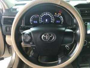 Bán Toyota Camry 2.0E màu vàng cát số tự động sản xuất T12/2014 biển Bình Dương lăn bánh đúng 39000km