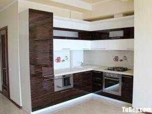 Tủ bếp chữ L chất liệu Acrylic bóng gương hiện đại – TBN0154