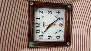 Đồng hồ treo tường Laba Vuông, màu nâu