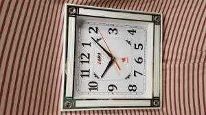 Đồng hồ treo tường Laba Vuông, màu trắng