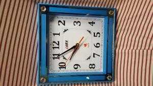 Đồng hồ treo tường Laba Vuông, màu xanh dương
