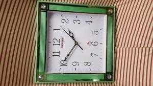 Đồng hồ treo tường Forward Vuông, màu xanh lá
