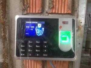 Máy chấm công  vân tay có pin lưu trữ khi cúp điện, miễn phí phần mềm