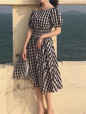 Đầm vintage caro trễ vai nhún eo