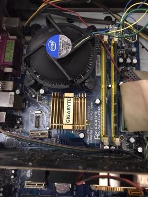 Bộ máy tính Giga E8400, ram2G, lcd 19 giá rẻ