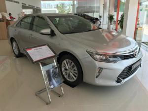 Khuyến Mãi Toyota Camry 2.0E 2018 Màu Bạc, Mua Trả Góp Chỉ Cần 250Tr. Vay 8 năm. Giao Ngay